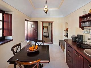 Azalea Houses Suite, Tholos