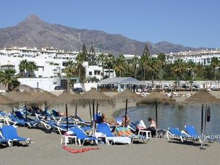 BEACH SEAFRONT,13, 5* PLAYAS DEL DUQUE, 3 POOLS, FREE:WIFI/ PARKING/ AIRCON
