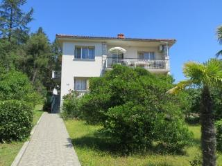 Apartment Vida for 4-6 people close to the beach