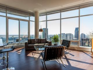 LUXURY  QUARTIER des SPECTACLE   2 BEDROOM 2 BATH, Montreal