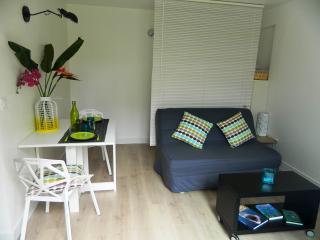 Joli studio meublé avec jardinet à 2 pas de la mer, Noumea