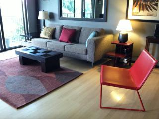 Contemporary Clean Apartment Near the Ocean, Hilo