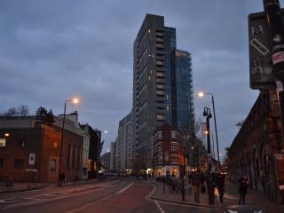5* Zone 1 City/Shoreditch  luxury 2 bed, 2 bath with aircon.