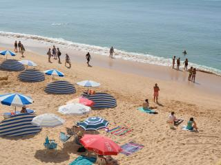 apartment close to beach with pool sleeps 4 ja6a, Armacao de Pera