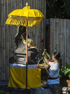 Offerings to the Gods, Astika Toyaning staff