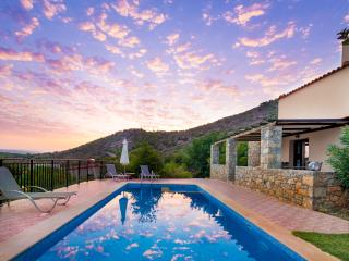 private Villa, private pool, Hotel service, village, beach, mountain CRETE PUR!