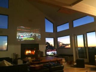 Northern Lights Big and Beautiful! Hot Tub! Game room, Pacific Views!3 for 2!, Dillon Beach