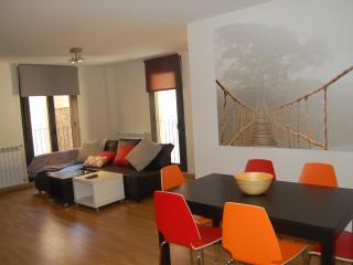 Apartamento 80m nuevo centro de Jaca con garaje