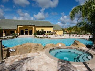 5 bedrooms, 10 minutes from DisneyLand OceanStyle, Kissimmee