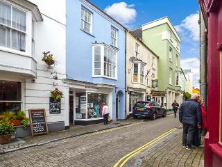BERLIN HOUSE, four poster bed, en-suites, WiFi, fantastic location in Tenby, Ref. 916088