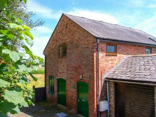 THE BARN, all first floor, pet-friendly close to town centre, in Oswestry, Ref