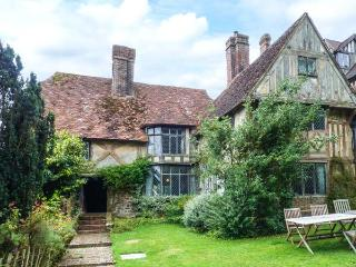 TUDOR WING magnificent manor house, snooker, tennis court, woodburner in Edenbri