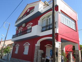 Venezia Apartments, Sami