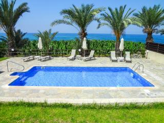 Sea front 3 bedroom villa with private pool, Kissonerga