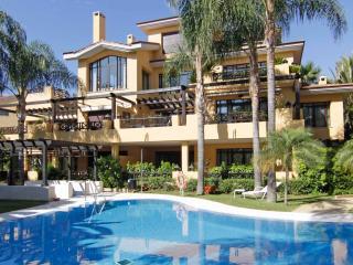 Bahia de Banus 3BR Bungalow with private pool, Puerto Banús
