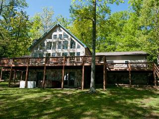 Mesmerizing 4 Bedroom Home with Hot tub on premiere Deep Creek lakefront!