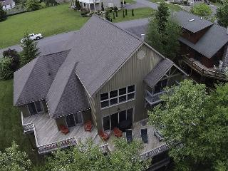 Sensational Lakefront home with hot tub!, McHenry
