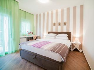 Apartments Fortunella - Double Room with Terrace, Petrovac