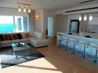2 Bedrooms Royal Beach Hotel, Tel Aviv