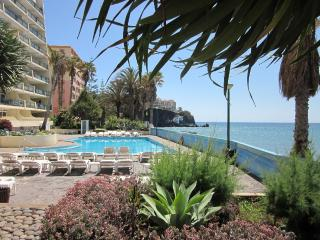 Beach apartment with swimming pool in Funchal