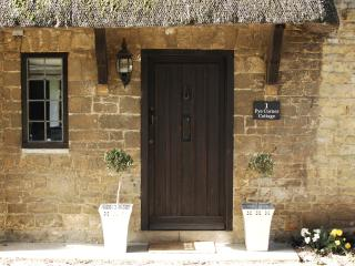 Broadway Boutique Thatch Cottage - The Cotswolds