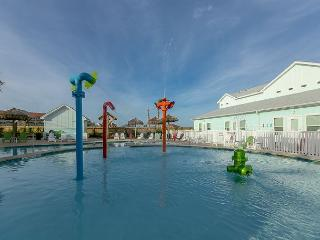 All-New 2BR Padre Island Townhome with Shared Pool – Sleeps 8, Corpus Christi
