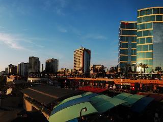 UPSCALE OCEANVIEW,LARCOMAR MIRAFLORES 4BDR, Lima