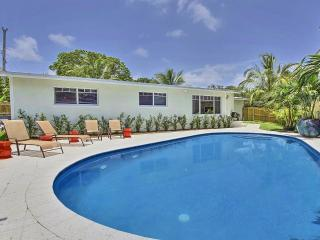 Amazing Fully Renovated Pool Home minutes from dow, Fort Lauderdale