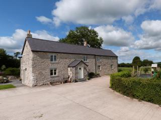 Large Holiday Cottage with Hot Tub - 42169, Denbigh