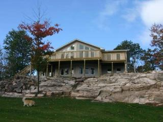 5 bedrooms sleeps 18 2 kitchens 2 full bathroom, Haliburton