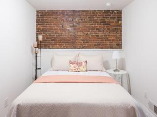 Beautiful studio apartment in Brooklyn brownstone