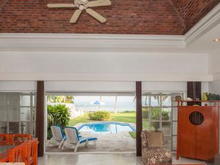 Beachfront Private Villa Private Pool and Yard