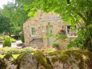 Smith Cottage, cosy Dales cottage, sleeps 2, Appletreewick