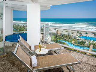 Balcony with plunge pool