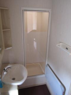 Shower room with seat in shower