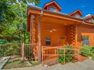 Rustic Christmas Cabin in Heart of Branson