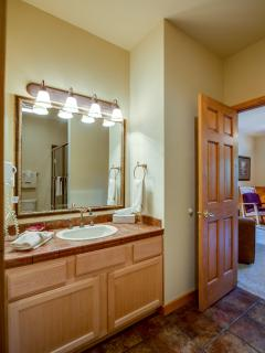 2nd floor Suite - Dual Vanity