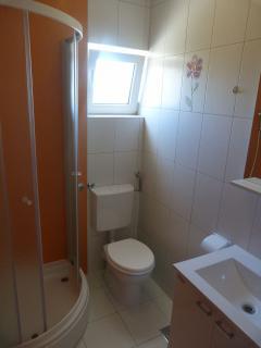 A04(2+2): bathroom