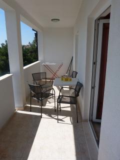 A09(2+2): terrace