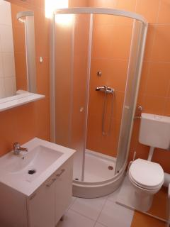 A10(6): bathroom with toilet