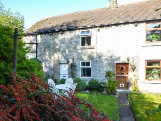 ELDER BANK, romantic, character holiday cottage, with open fire in Bradwell, Ref 1609