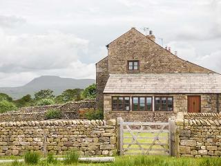 USHERWOODS DAIRY, pet friendly, luxury holiday cottage, with a garden in Tatham Near Bentham, Ref 1963, Lancaster