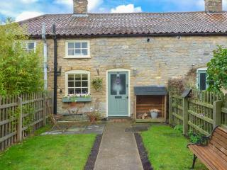 THE COTTAGE cosy accommodation, romantic retreat, enclosed garden in Lincoln Ref 904881