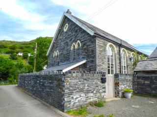 JERUSALEM VESTRY superb chapel conversion, en-suites, WiFi, family-friendly in Abergynolwyn Ref 918081