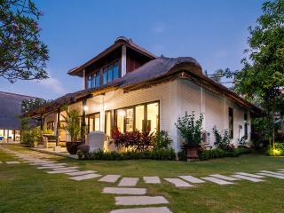 11 BDR Villa Estate - Last Minute Deal 50%+ OFF!!!