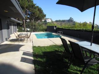 Full city view house with pool and hang out yard, West Hollywood