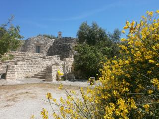 Trullo Villa Giuliana on scenic hills -wifi, Ostuni