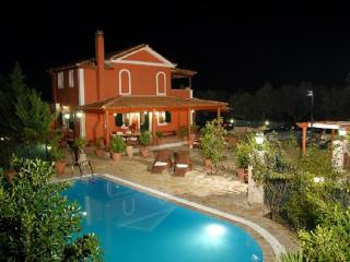 Villa Neptune Royale w/LARGE PRIVATE POOL & Wi Fi, Tsilivi