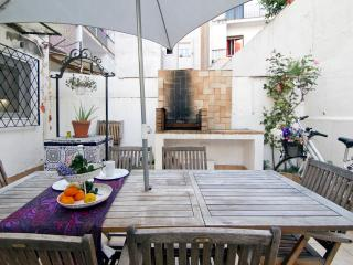 QUIJOTE, large terrace, 5 minutes from the beach, Sitges