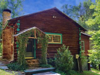 "KING ROOM Sleeps 2+ in ""LOG CABIN HOME 2"", Asheville"